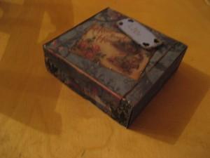 Omgjord ask med värmeljus